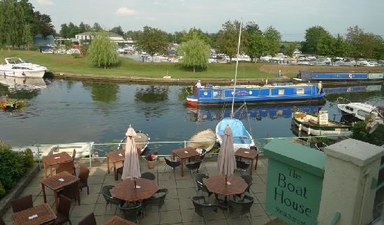 Riverside Inn: View from upstairs rooms