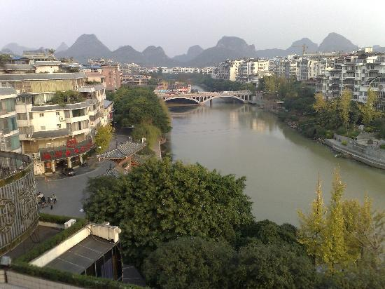 Osmanthus Hotel: View over Peach Blossom River