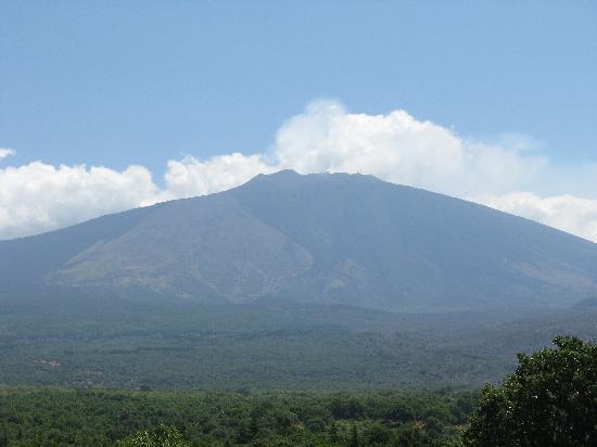 Circumetnea Railway: L' Etna visto dal finestrino
