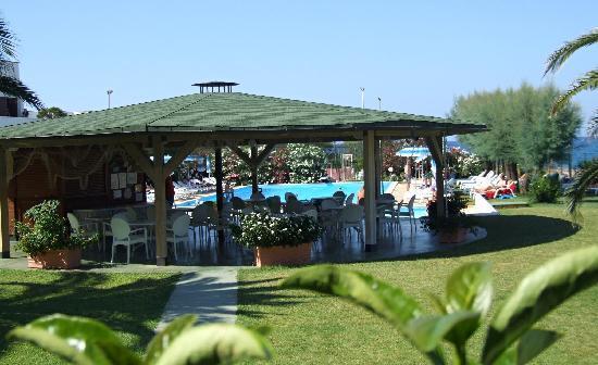 Residence Club Barbara: Gazebo e Piscina