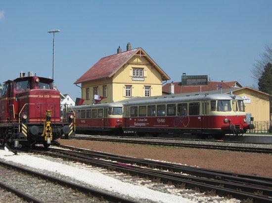 Rail Station: Bahnhof mit Zügen