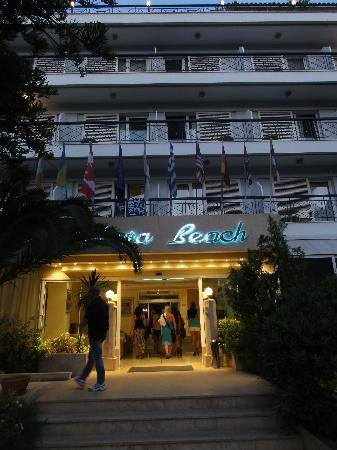 Palmyra Beach Hotel: Front of Hotel