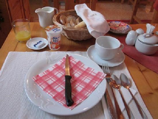 Hotel Arcus: 朝食のセッティング