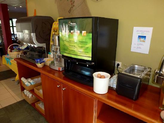 Ibis Dinant : Breakfast buffet