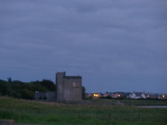 Ocean View B&B: Castello di Oranmore