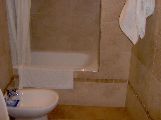 Hotel Carlos V: Bathroom