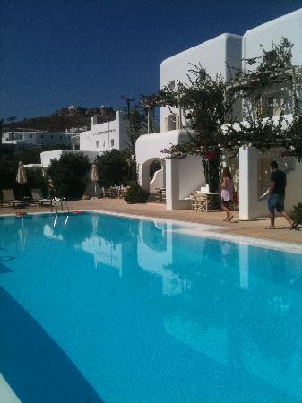Corfos Hotel: piscina