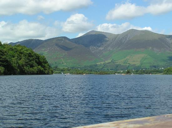 Grassmoor Guest House: Derwent Water, 10 to 15 minutes stroll away