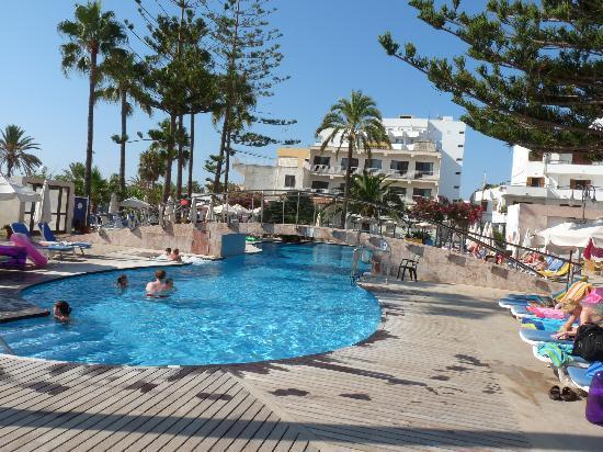 SENTIDO Playa del Moro: Excellent pool area