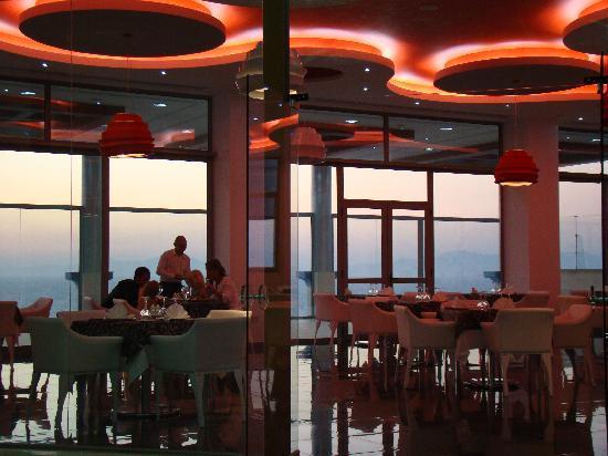 Atrium Platinum Hotel: Porfyra Restaurant