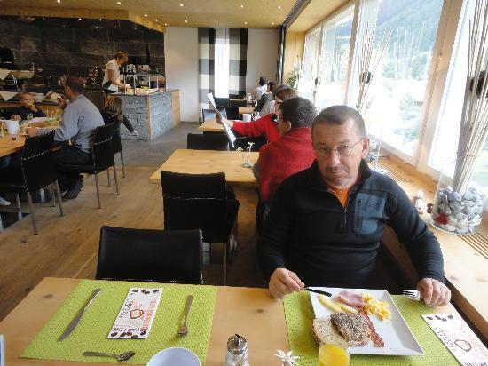 Hotel Crusch Alba: Good atmosphere in the breakfast room
