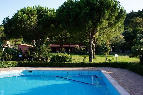 Casa Campanella Resort : altri appartamenti sul prato