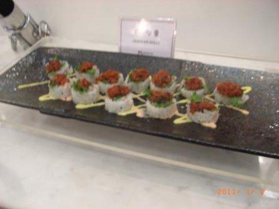 Muscus Busan: まるでケーキのようなお寿司