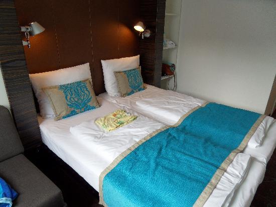 Schlafzimmer im Motel One Sendlinger Tor München - Picture of Motel ...