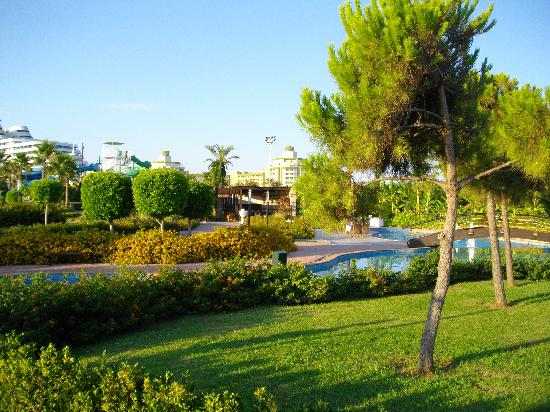 Miracle Resort Hotel: the garden