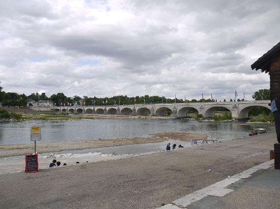 Grand Hotel de Tours: Pont Wilson