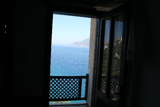 Arpia Hotel : Blick durchs Fenster