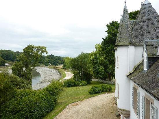 Chateau de Lannuguy : vue de la chambre