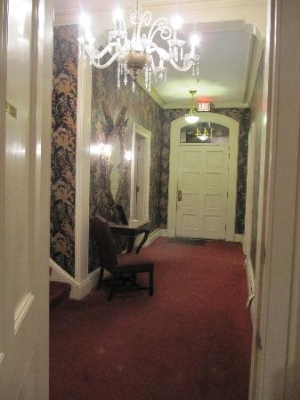 Old Court Bed and Breakfast: Hallway
