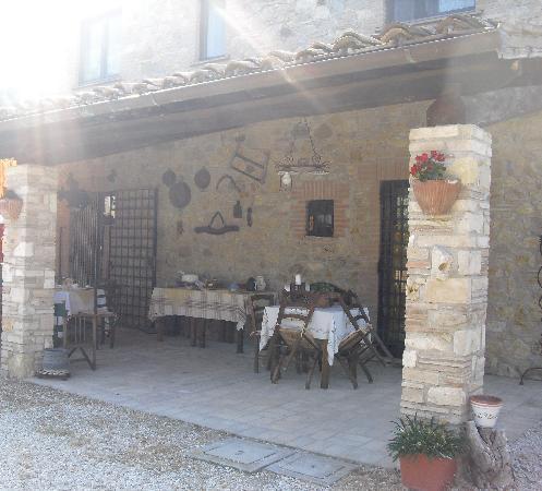 Casale La Pietra Gialla: Portico