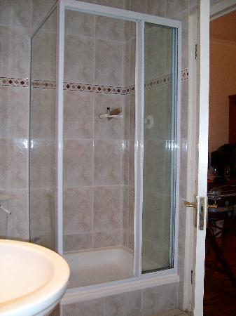 Ons Genot Country Lodge: Shower