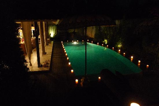 Oazia Spa Villas: We were surprised by a candlelit pool one night on our return! :D
