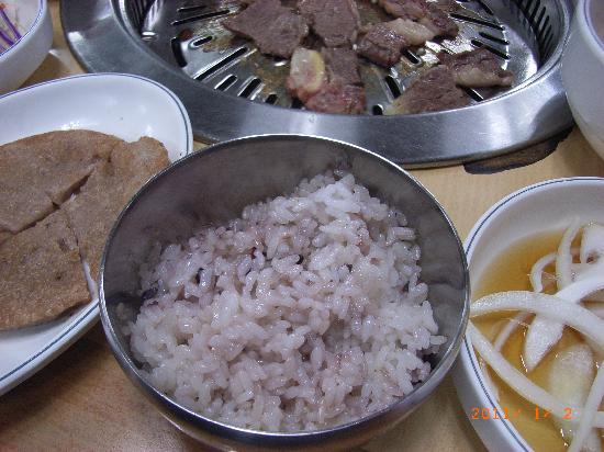 Hyundai Sutbul Galbi: ご飯は赤米でした