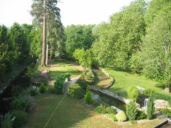 Le Moulin de Francueil: Vue d'ensemble du jardin