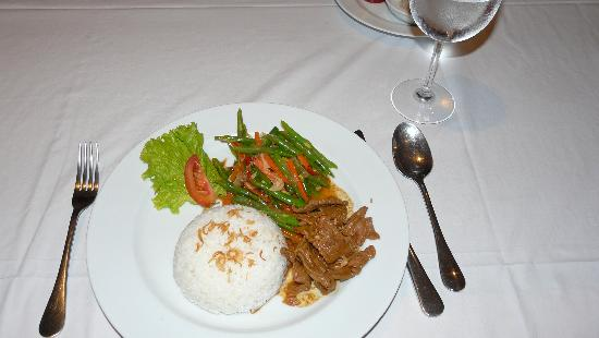 Balivillas.com Estate: A meal cooked by our cook at the villa - I think it was Beef Rendang. All the food was excellent