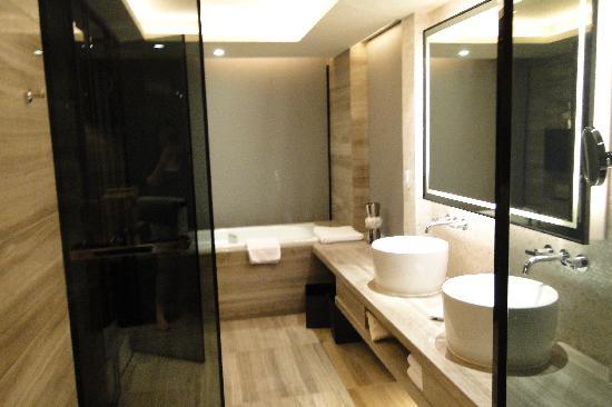 Mels Weldon Dongguan Humen: bathroom area