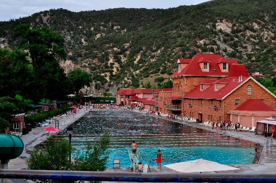 Glenwood Hot Springs Lodge: The hotel is just to the left of this picture