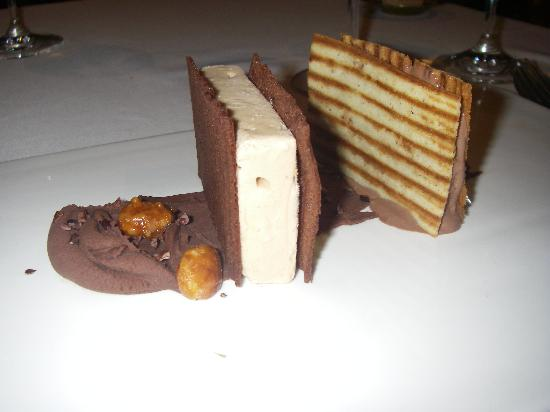 Acio: Chocolate dessert
