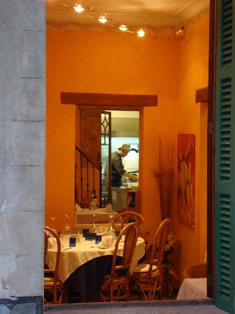 Cantonet: The kitchens and the winter dining area
