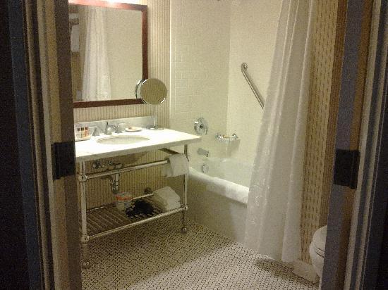 Sheraton Duluth Hotel : bathroom