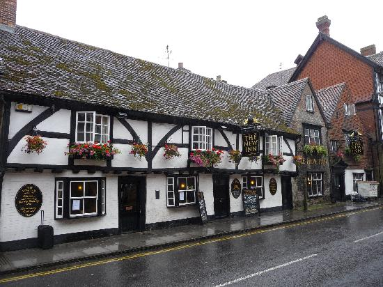 The New Inn and Old House: outside of the pub