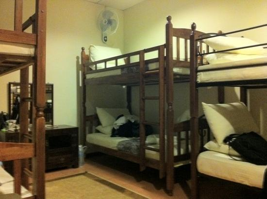 Sensi Backpackers Hostel: my dorm