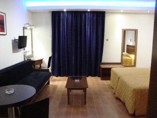 Loutsiana Hotel Apts: Deluxe room 308