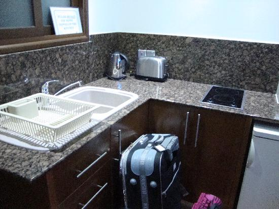 Loutsiana Hotel Apts: kitchen