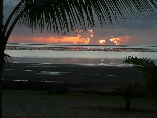 Au Gentil Pecheur : Sonnenaufgang vom Bungalow aus gesehen