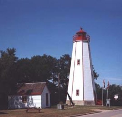 Port Burwell Marine Museum & Historic Lighthouse : majestic historic lighthouse