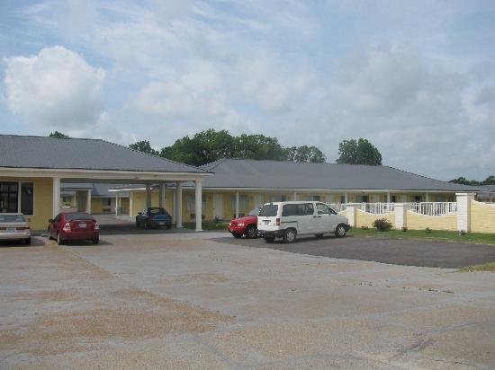 Greenwood Inn & Suites: Entrance