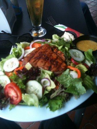 Big Daddy's Grill : grilled tuna salad-