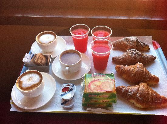 Le Suite di Via Ottaviano : breakfast!