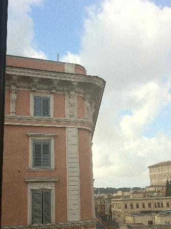Le Suite di Via Ottaviano : even the building next doors cornicing was beautiful