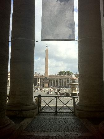 Le Suite di Via Ottaviano : st peters square from inside