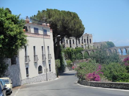 Hotel Villa Carlotta : Outside entrance