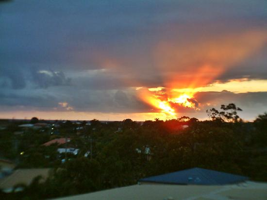 Caloundra Central Apartment Hotel: sunrise view from balcony