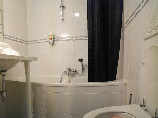 Hotel Matuchi: bathroom