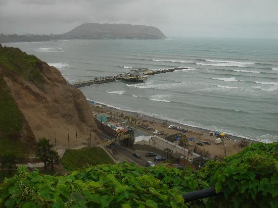 Pradera Verde Hostel: Lima skyline