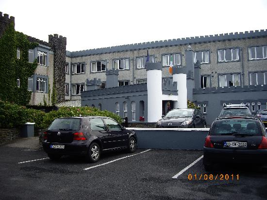 The Burren Castle Hotel: Entrance to hotel